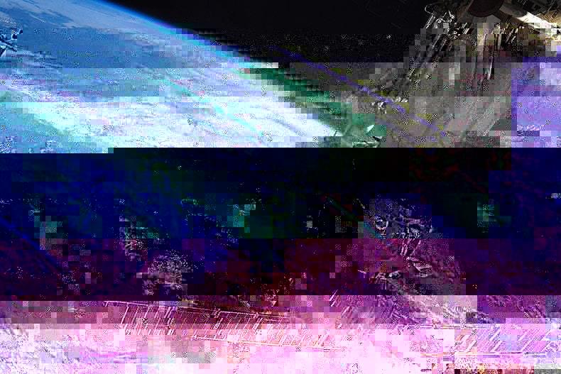 Estação Espacial Internacional realiza correção de órbita