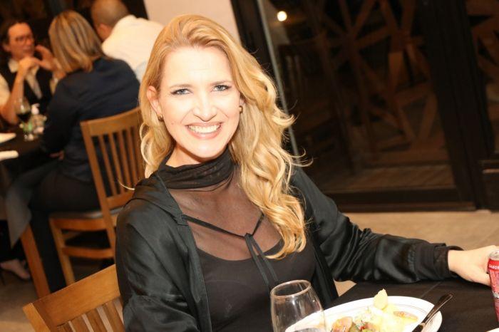Zilma Cardoso prestigiando noite de inauguração em S. José.