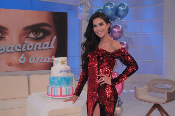 Daniela Albuquerque comemora 6 anos de programa na Rede TV com bolo feito por chef de Caçapava