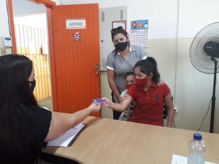 Alunos da Escola Municipal Maria Zara Mine Renoldi Dos Santos recebem o chip