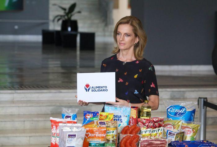 Celia Parnes, secretária estadual de Desenvolvimento Social mostra como serão as cestas