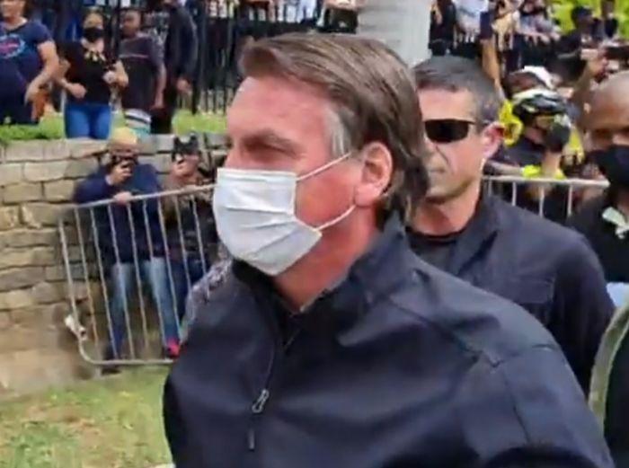 Bolsonaro chega em Aparecida na tarde desta terça-feira (12).