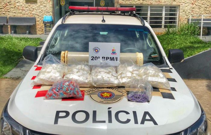 PM apreende 4,1 kg de drogas em Caraguá.