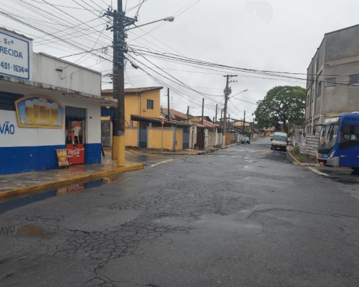 Prefeitura de Pindamonhangaba realiza recapeamento asfáltico em outras três ruas do município
