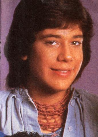 Ray Reyes durante época que integrava o grupo Menudos, nos anos de 1980.