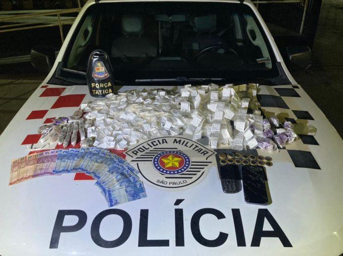 PM apreende drogas em Caraguatatuba.