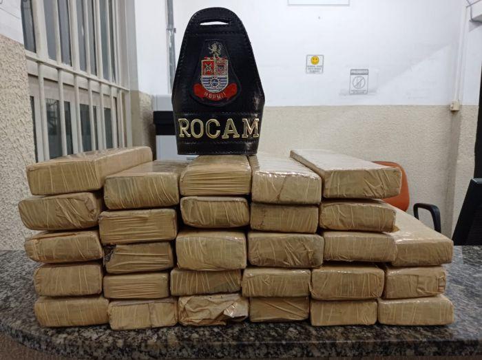 Polícia Militar apreende mais de 26 quilos de maconha em São José dos Campos.