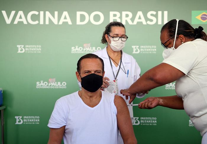 João Doria toma a segunda dose contra a covid-19 e convida apopulação a comparecer ao Dia D neste sábado (5)