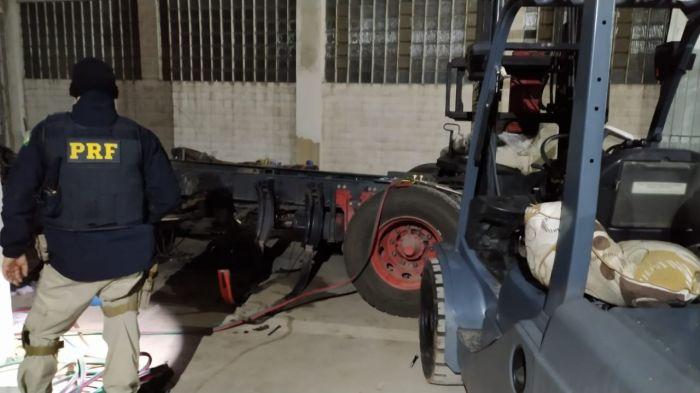 PRF descobre desmanche de caminhões em Taubaté.