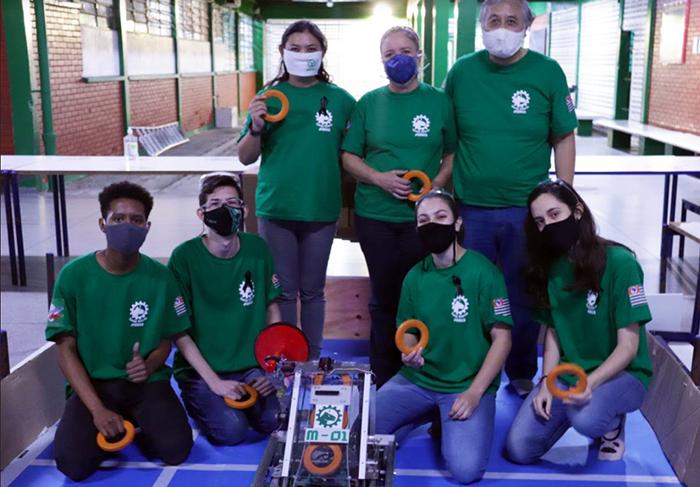 Iniciativa é parte do projeto gratuito desenvolvido na unidade para estudantes de 14 a 18 anos por voluntários