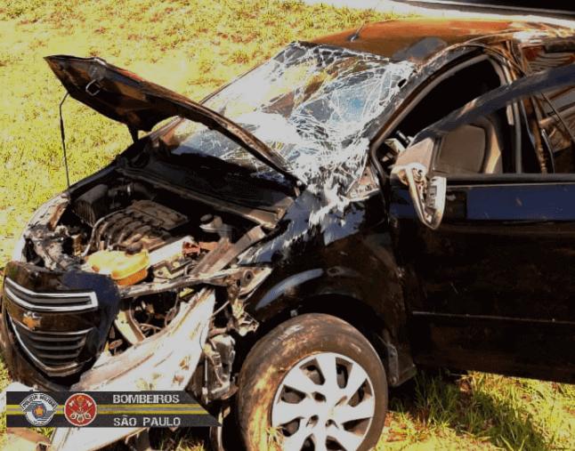 Capotamento de carro pela Rodovia dos Tamoios deixa duas mulheres feridas