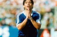 """Maradona """"o mais humano dos deuses"""""""