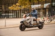 BMW revela sua nova scooter elétrica CE 04