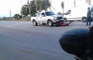 Caminhonete colide com moto em Pindamonhangaba
