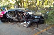 Honda Civic capota em Pindamonhangaba e deixa dois mortos