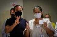 Técnica de Enfermagem comemora aniversário vacinada em São José dos Campos