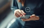 SMS e aplicativos de mensagens são aliados das empresas na captação de clientes