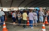 Em Caçapava aglomeração de idosos acontece em filas para a vacinação contra covid-19
