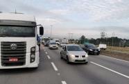 Em Jacareí criminosos simulam greve de caminhoneiros e atacam veículos