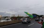 Manifestação paralisa rodovia Presidente Dutra em Taubaté