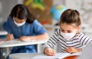 Cooperativa da Embraer faz doação de kits escolares para ONGs de São José