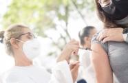 Vacina COVID-19: Pessoas com 28 anos ou mais serão vacinadas nesta terça-feira