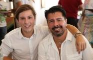 Os donos da noite:  André Ramos e Gabriel Monteiro de Castro recebem convidados em noite luxuosa de réveillon