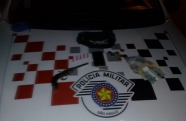 Polícia Militar prende indivíduo por tráfico e posse ilegal de arma