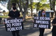 Empresários fazem manifestação em Taubaté