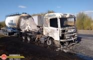 Caminhão pega fogo na Dutra