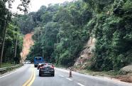 Trecho de Serra da Tamoios interditado devido risco de queda de barreiras