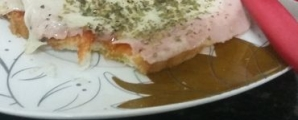 Pizza de pão no micro-ondas